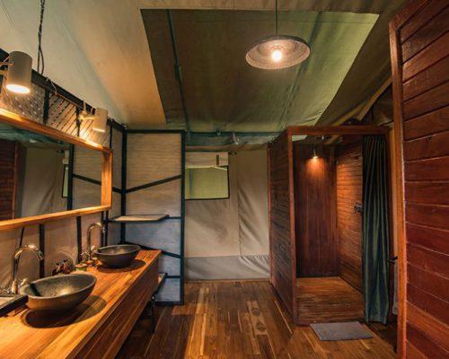Dunia-En-suite-bathroom-with-indoor-shower