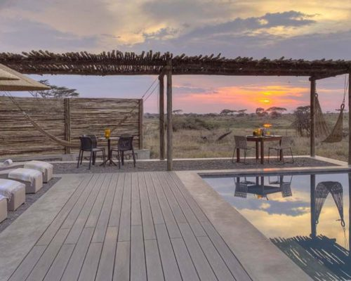 Namiri-Plains-Pool-private-dining